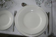 280 mm dinner plate, 235 mm entree plate and 165 mm side plate